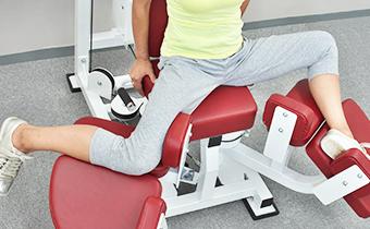 ①肩甲骨・肩関節・脊柱・股関節が動いている